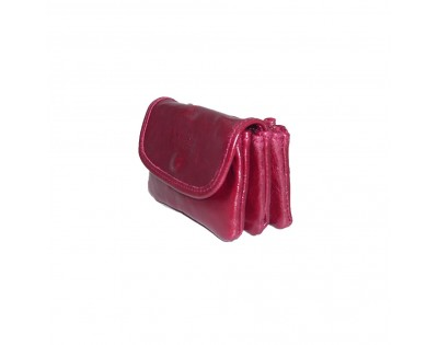 Porte monnaie et carte 3 poches en cuir vachette vernis. Composition: cuir de vachette vernis doublé synthétique noir. D